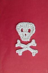 Ravelry: Skull and Crossbones Applique pattern by Thomasina Cummings Designs Crochet Skull, Crochet Motif, Crochet Flowers, Crochet Appliques, Crochet Stitches Patterns, Amigurumi Patterns, Stitch Patterns, Crochet For Kids, Crochet Baby