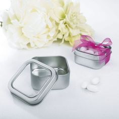 <div>Add a creative touch to your special occasion! These stylish favor boxes make wonderful tab...