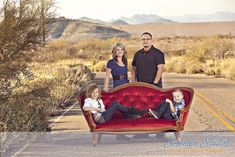 Family and Sibling Photos to Get Posing Ideas and Inspiration - Modern Funny Family Pictures, Family Picture Poses, Family Photo Sessions, Family Posing, Family Pics, Family Portraits, Picture Ideas, Photo Ideas, Sibling Photography