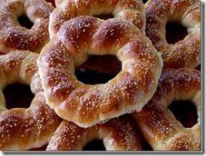 Colacei Dulci | Retete culinare Laura Adamache Romanian Desserts, Romanian Food, Romanian Recipes, Sweets Recipes, Cake Recipes, Cooking Recipes, Italian Cookie Recipes, Italian Cookies, Sweet Dough