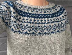 Strikket i Tove fra Sandnes Garn, pinner 3 og Fair Isle Knitting Patterns, Sweater Knitting Patterns, Knitting Designs, Knit Patterns, Knitting Projects, Hand Knitting, Norwegian Knitting, Icelandic Sweaters, Knit Fashion