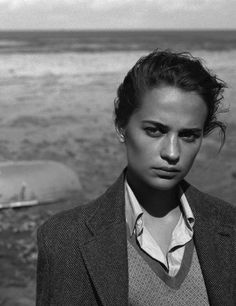 Alicia Vikander for Vogue US 2016 by Alasdair McLellan