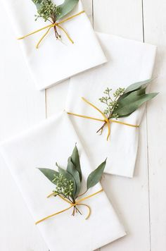 We love this pretty and simple Eucalyptus Thanksgiving Placesetting. Great for a Friendsgiving party!