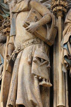 """1395-1405 Puits de Moïse - détail. Les actes du colloque de 2008 """"Autour du 'Puits de Moïse'. Pour une nouvelle approche"""" ne semblent pas encore publiés."""