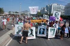 """Castelo Branco sofre """"esculacho"""" no Rio. Estátua do ditador é pintada de vermelho-sangue: http://sul21.com.br/jornal/2012/07/castelo-branco-sofre-esculacho-no-rio-estatua-do-ditador-e-pintada-de-vermelho-sangue/"""
