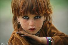 Pashtun child, Afghanistan- some Pashtun people have beautiful blue or light colored eyes We Are The World, People Of The World, Beautiful Eyes, Beautiful People, Afghan Girl, Steve Mccurry, Portraits, Girls Life, Beautiful Children