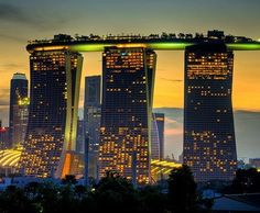 Marina Bay Sands Resort Hotel, Singapore That structure at the top even includes a infinity pool architecture-that-inspires Places Around The World, The Places Youll Go, Places To See, Around The Worlds, Hotel Marina Bay Sands, Sands Hotel, Mindoro, Infinity Pools, Kuala Lampur