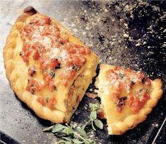 Pizza Calzone pas cu pas - Retete culinare - Romanesti si din Bucataria internationala Pasta Carbonara, Tortellini, Bologna, Gnocchi, Mozzarella, Vegetable Pizza, Quiche, Vegetables, Breakfast