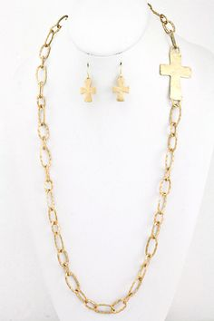 HAMMERED CROSS CHAIN necklace in gold