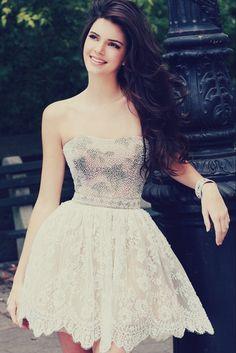 Beautiful Kendall Jenner wearing a beautiful dress!