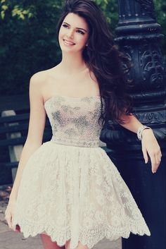 Beautiful Kendall Jenner wearing a beautiful dress!