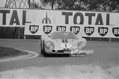 New Zealand race-car driver Bruce McLaren in the Ford GT40 Mk IV during a test run for the '24 Hours of Le Mans' race, 14th April 1967. (Photo by Reg Lancaster/Express/Hulton Archive/Getty Images)