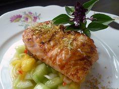 Gegrillter Lachs mit Mango-Gurkenrelish