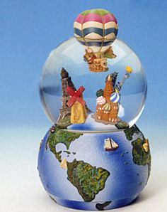 Mice in the balloon (balloon) with a world globe, globe The glass sphere and a globe turn to melody.to unravel. Made of Polystone (stone resin).´Clock with a mechanical game works. Melody: in 80 days around the world. Height approx 18 cm. Collectible, http://www.sammler-und-hobbyshop.eu/epages/62040353.sf/en_AU/?ViewObjectID=724144