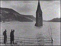 This photograph is taken from a BBC film about Ladybower reservoir made in the and on show here . The reservoir was formed in 1943 b. Great Places, Places To Go, Beautiful Places, Peak District England, Chesterfield Derbyshire, Derwent Valley, Lost Village, Sheffield England, Northern England