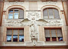 Budapest Jewish Quarter.    Schiffer House, architects: Jenő Schwarz and Antal Horváth, 1908. Art Nouveau.