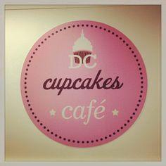 @.  Cupcakes Café  000.001 Logo