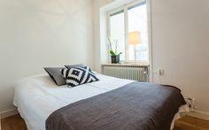 Sovrum, ljusa väggar - Jusmag Måleri.  Kontakta oss på info@jusmag.se, eller på +46736331115.