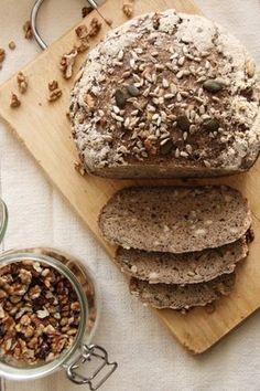 Fantasztikus magkeverékes gluténmentes kenyér Lehet kenyeret sütni gluténmentes lisztből? Hangzik a kérdés sokszor. Féltünk tőle mi is, de kipróbáltuk! Az eredmény, pedig magáért beszél! Könnyen elkészíthető, magas rosttartalmú, ízletes pékáru, egyenesen a saját konyhánkból! Diabetic Recipes, Gluten Free Recipes, Bread Recipes, Diet Recipes, Vegan Recipes, Paleo Bread, Bread Baking, Sin Gluten, Healthy Food Options