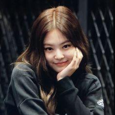 Kim Jennie, South Korean Girls, Korean Girl Groups, K Pop, Blackpink Memes, Brown Aesthetic, Blackpink Jisoo, Girl Day, Me As A Girlfriend