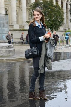 Paris Fashion Week - Street Style image c/o: FabSugar Fashion Week Paris, Street Fashion, Fashion Fashion, Modell Street-style, Preppy Style, My Style, Vogue, She Is Clothed, Spring Street Style