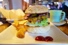 ここのところマンスリーを攻めていたので基本に立ち返りレギュラーメニューベーコンチーズバーガーあらためてエスケールのバンズとパティベーコンのうまさが良く分かる #food #foodporn #meallog #burger #burger_jp #ハンバーガー # #tw