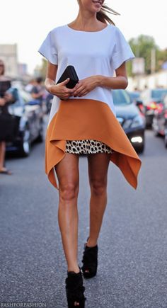 the pop of orange looks cool. Look Fashion, Autumn Fashion, Cool Style, My Style, Street Chic, Street Art, Vogue, Looks Cool, Dress Me Up