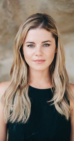 Jessica Grace Smith, Actress: Home and Away. Jessica graduated from Toi… Home And Away Actors, Home And Away Cast, Jessica Grace, Spartacus Workout, Star Wars, Blonde Color, Female Images, Reality Tv, Beautiful Actresses