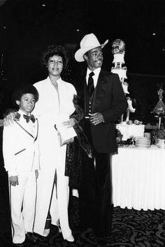 Print: Aretha Franklin by Moneta Sleet Jr. : Print: Aretha Franklin by Moneta Sleet Jr. African American Weddings, African American History, Beautiful Family, Beautiful Black Women, Aretha Franklin, Soul Music, Motown, Celebrity Weddings, Black History