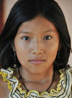 Indigenous Peoples in Brazil Beautiful Children, Beautiful People, Beautiful Women, Beauty Around The World, Exotic Beauties, World Cultures, Interesting Faces, Native American Indians, Hair And Beauty