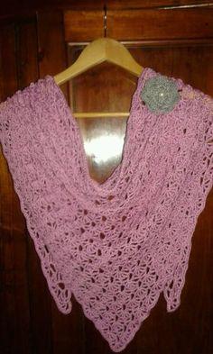 Scialle-copri-spalle-sciarpa-triangolare-fatta-a-mano-cotone-omaggio-spilla-fior