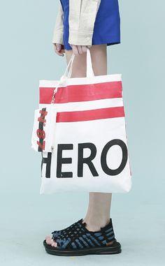 Low Classic Hero Bag