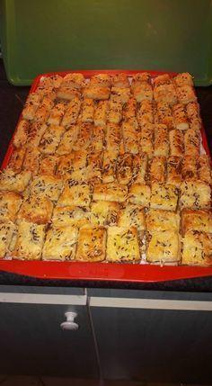 ropogtatnivaló, na meg a Hungarian Recipes, Organic Matter, Naan, Lemonade, Hamburger, Muffin, Food And Drink, Pizza, Cooking Recipes