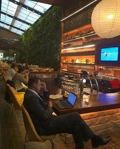 O mundo conectado no KAA Restaurante By Arthur Casas. SNAP: Decoredecor Photo: Decoredecor Projeto: Arthur Casas