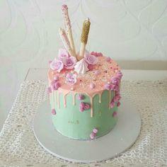 I finally got around to making a Katherine Sabbath inspired cake!!