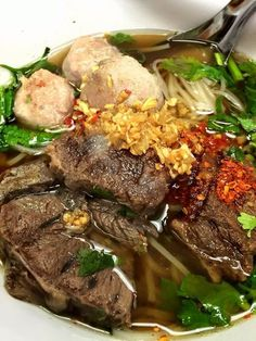 Chinese Beef Noodle Soup ก๋วยเตี๋ยวเนื้อตุ๋นยาจีน Thai Recipes, Asian Recipes, Soup Recipes, Chinese Beef Noodle Soup, Chinese Food, Pot Roast, Street Food, Food Hacks, Noodles