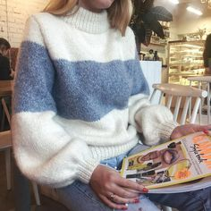 Casual Winter Outfits, Cool Outfits, Knit Vest Pattern, Mohair Sweater, Knit Sweaters, Mode Inspiration, Sweater Outfits, Sweater Weather, Knitwear