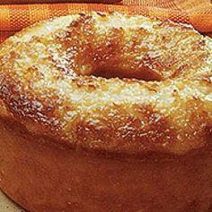 Receita de Bolo de Maracuja Molhadinho - Você precisa de..., 4 ovos, 2 c. sopa de maisena, 2 xic chá de farinha de trigo, 6 c. sopa de suco de maracujá (pod...