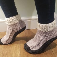 Absolutely love these merino wool slippers! 😍 Available now! If you can't see the size you need just get in touch as we have wool in stock and can knit to order. Perfect 🎁 for 🎄! And essential for these cold nights☃❄🎅
