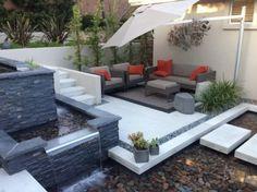 jardin ultra moderne avec bassin aquatique