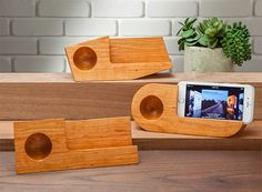I know, I know, a block of wood with some strange carvings won't make much sense until you pair the title with the picture. It's the Pivot Koostik Passive Amplifier, and it does just wh… Wooden Speakers, Diy Speakers, Iphone Speakers, Wireless Speakers, Wood Projects, Woodworking Projects, Wood Phone Holder, Passive Speaker, Speaker Stands