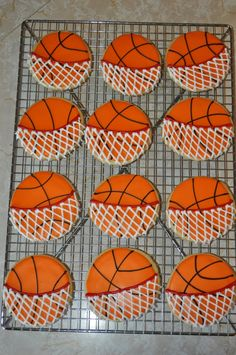 Basketball Cookies – Feng Shui Design Your Basketball Party with a Professional… - Modernes Galletas Cookies, Iced Cookies, Cute Cookies, Royal Icing Cookies, Cookies Et Biscuits, Cupcake Cookies, Sugar Cookies, Basketball Cookies, Basketball Tournaments