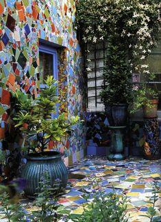 mosaic garden wall | Mosaics | Yard Art, Dream Garden, Home And Garden, Mosaic Madness, Walled Garden, Mosaic Projects, Art Projects, Mosaic Glass, Stained Glass