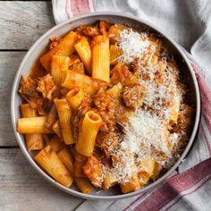 kuchnia włoska - Magazyn Kuchenny Rigatoni, Chili, Curry, Ethnic Recipes, Food, Photography, Curries, Photograph, Chile