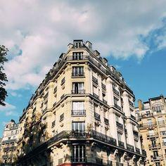 Saturday afternoon walk . . . . #saturday #spring #paris #city #ville #sky #sunny #love #cool #exploremore #travel #parismaville