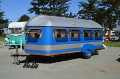 Look at all those windows! Very neat #vintage travel trailer!