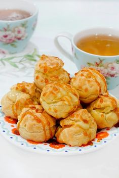Soes Vla Durian - Bali Food Blogger: Resep dan Review by Sashy Little Kitchen Snack Recipes, Snacks, Little Kitchen, Pretzel Bites, Bali, Chips, Bread, Food, Snack Mix Recipes
