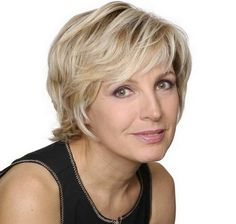 Evelyne dheliat coiffure Evelyne Dheliat, Short Hair Cuts, Hair Styles, Tips, Thin Hair, Haircuts, Hacks, Shorts, Layered Cuts