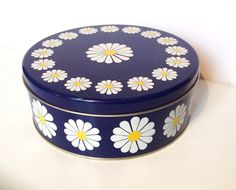 A personal favourite from my Etsy shop https://www.etsy.com/se-en/listing/285496757/60s-regency-ware-vintage-retro-tin
