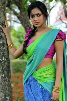 Amala Paul is an Indian film actress, who works in the South Indian film industries. After appearing in supporting roles in the Malayalam film Neelath Tamil Actress Photos, Indian Film Actress, Indian Actresses, Bollywood Fashion, Bollywood Actress, Pakistani Actress, Bollywood Saree, Amala Paul Hot, Saree Navel